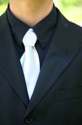 white-tie-black-shirt